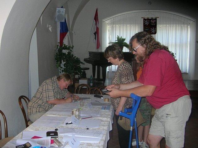 Po celý včerejší den měli lidé ze Spáleného Poříčí a přidružených obcí  možnost vyslovit svůj názor o umístění radaru v Brdech