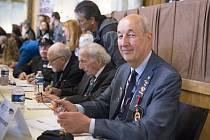 Beseda s válečnými veterány v sále Měšťanské besedy
