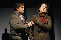 Richard Samek a hostující Petra Šimková v hlavních rolích básníka Rudolfa a švadlenky Mimi v opeře Giacoma Pucciniho Bohéma, kterou v nové inscenaci uvedlo Divadlo J. K. Tyla v Plzni