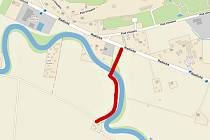 Součástí cca  400 metrů dlouhé cyklotrasy je i lávka přes Mži u zoologické zahrady.