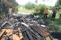 Požár chatky v chatové oblasti v Plzni-Skvrňanech