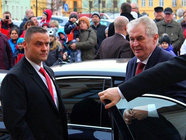 Prezident Miloš Zeman během pondělní návštěvy Dobřan.