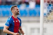 Zkušený obránce Radim Řezník už byl na odchodu z plzeňské Viktorie. Ale do hry ho vrátila řada zraněných hráčů. V neděli nastoupil proti Mladé Boleslavi a dal gól.