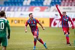 Mladí viktoriáni Pavel Bucha a Pavel Šulc se radují z ligového vítězství nad Bohemians 1905, teď je kvůli karanténě ohrožen jejich start na Euru do 21 let.