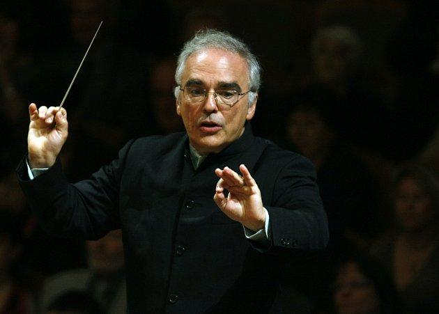 Plzeňská filharmonie bude mít od příští sezony nového šéfdirigenta.