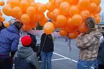 Čtyři stovky balonků s přáním Ježíškovi se ve čtvrtek odpoledne vznesly k nebi z Dobřan na jižním Plzeňsku