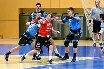 Házenkáři Talent týmu Plzeňského kraje (v modrém) prohráli poslední zápas základní části extraligy s Jičínem 25:26. Zlepší se v play-off?