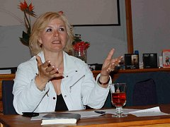 Daniela Kovářová při křtu své nové knihy v Západočeském muzeu v Plzni