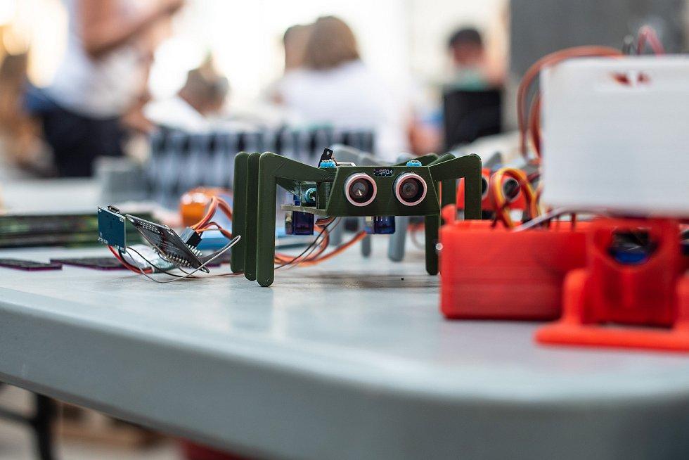 Druhý ročník přehlídky kutilů a vynálezců Maker Faire Plzeň přivítá o víkendu areál DEPO2015. Festivaly Maker Faire seznamují také s IT technologiemi.