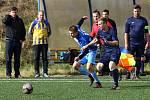 Superligový tým Plzně (hráč vpravo) je složený z týmů hrajících Plzeňskou ligu malého fotbalu (PZMF).