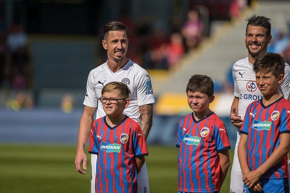 LOUČENÍ S VIKTORIÍ. V létě 2019 už přijel Milan Petržela do Plzně v dresu Slovácka. Foto: fcv/Martin Skála