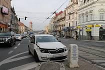 Dopravní nehoda omezila v pátek odpoledne provoz na křižovatce mezi Americkou a Klatovskou ulicí