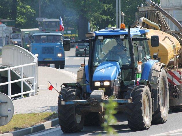 Na severním Plzeňsku se protestující zemědělci vydali z Kralovic do Plas