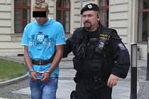 Třiadvacetiletý násilník u soudu