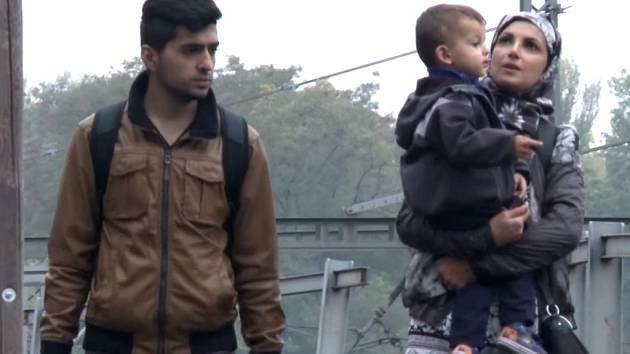 Mladý Syřan společně s manželkou a malým dítětem shání v Kolíně a okolí ubytování pro svou rodinu. Protagonistou experimentu se stal Navdar Muhumed studující v Plzni.