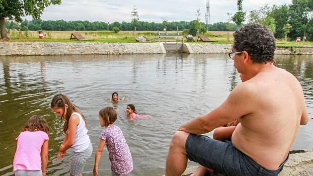 Příjemné osvěžení lze v letních dnech najít v plovárně v Hradišti. Ta funguje od roku 2012 a kromě koupání sem můžou Plzeňané zavítat na letní kino, workshopy nebo na koncerty oblíbených kapel.