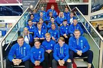 Družstvo juniorů AK Škoda Plzeň před odletem do Portugalska. Vlevo dole je Jakub Forejt, vedle něj Filip Ličman a vpravo dole sedí Michal Forejt.
