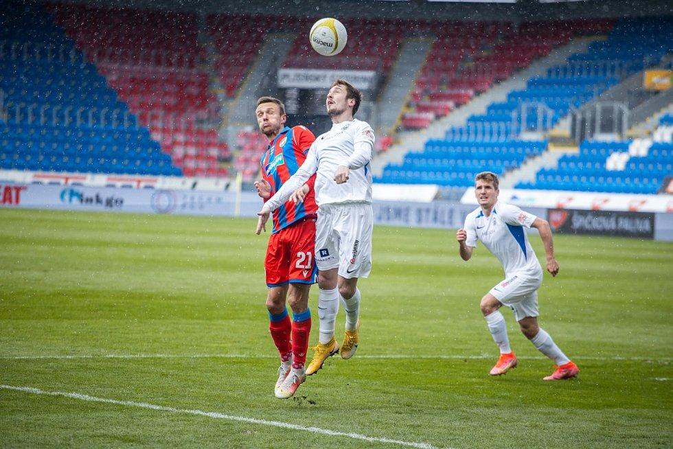 Hlavičkový souboj v pohárovém zápase s Libercem.