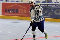 JEDINÝM STŘELCEM  hokejbalistů HBC Plzeň byl v utkání v Ústí nad Labem Jiří Benedikt.