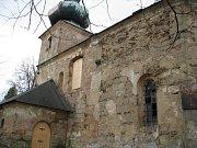 Kostel v obci Dolní Jamné nejvíce trápí voda stékající ze hřbitova.