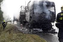 Požár kamionu v Plzni na Rokycanské.