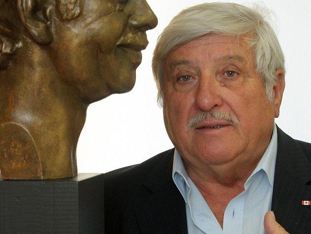 Sádrovou bustu Václava Havla přijala jako dar  od plzeňského sochaře Jaroslava Bockera plzeňská  čtvrť Křimice. Příští týden ji slavnostně odhalí a bude zdobit tamní obecní úřad.