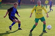 Nová posila B. Stříbro Robert Vágner  (vpravo)  si svoji premiéru odbyl v derby utkání proti lídru přeboru  FK Tachov