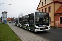Cestující mezi Plzní a Tlučnou svezou nové autobusy.