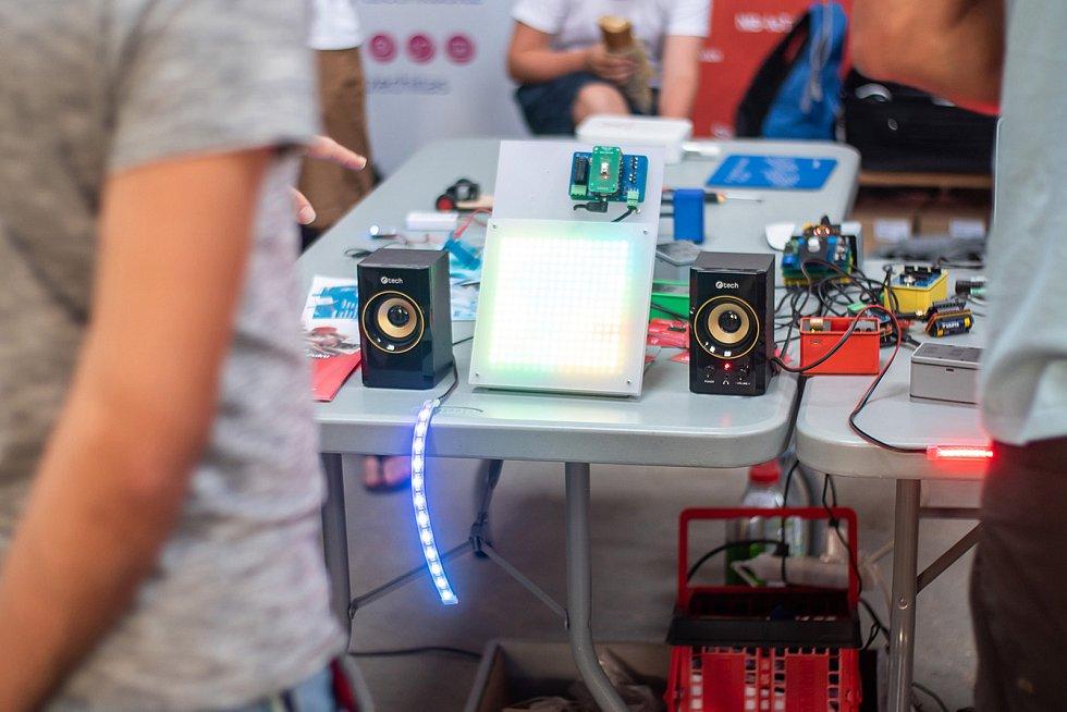 Druhý ročník přehlídky kutilů a vynálezců Maker Faire Plzeň přivítá o víkendu areál DEPO2015. Festival spojuje moderní technologie, tradiční řemesla umění a vědu.