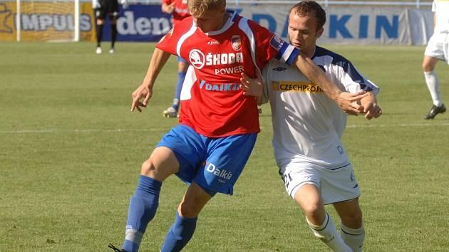 O kapitánskou pásku se na jaře vystřídali ve Viktorii Plzeň tři hráči – David Limberský, Martin Müller a Václav Procházka. Ten je vlevo na snímku z duelu se Slováckem