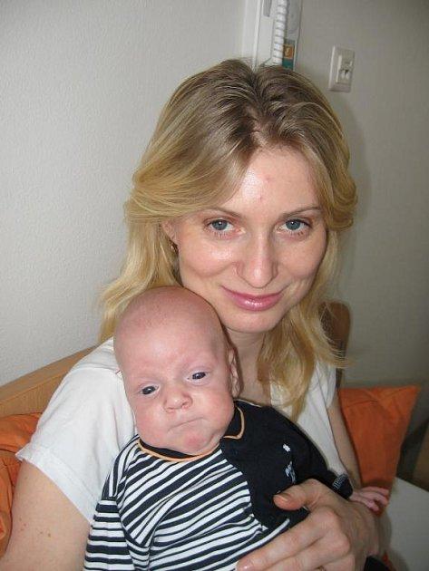 Ondra Špičák ze Starého Plzence, který se narodil rodičům Daně a Petrovi  třiapůl měsíce před termínem ve FN v Plzni - 1. listopadu 2008 - je velkým bojovníkem, protože dnes už váži 3,70 kg a měří 53 cm