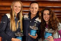 Nejlepší  české skigolfistky jsou (zleva) stříbrná Tereza Koželuhová, šampionka Eva Koželuhová a bronzová Erika Kotková.