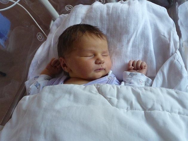 Rodiče Štěpánka a Martin Jelínkovi z Plzně se radují z Nely (4,00 kg, 53 cm). Jejich prvorozená holčička přišla na svět 3. října ve 13:41 v plzeňské fakultní nemocnici.
