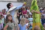 Při pohádce divadla Loutky bez hranic si zahrály i děti