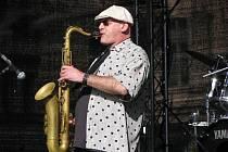 Saxofonista Štěpán Markovič v úterý na náměstí Republiky