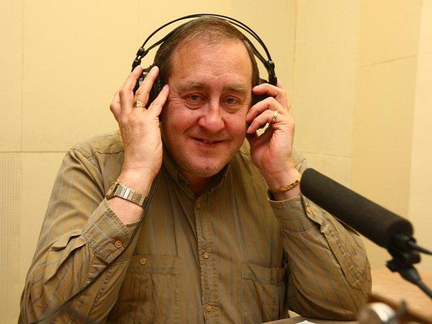 Peter Freestone, který působil jako komorník slavného Freddie Mercuryho až do chvíle, kdy zpěvák  zemřel na nemoc AIDS, včera z budovy Českého rozhlasu Plzeň vysílal do Austrálie