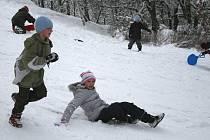 Sníh v Plzni - některým přinášel radosti, jiným starosti