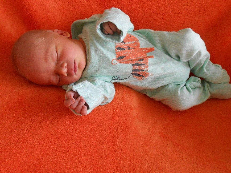 Jindřich K. se narodil v domažlické porodnici 9. dubna 2021. Při narození vážil 3240 gramů a měřil 50 centimetrů.