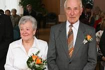 Miloslav a Zdeňka Keslovi měli dnes na slovanské radnici diamantovou svatbu