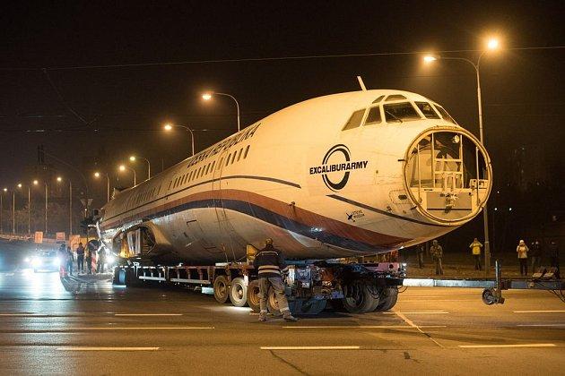 Bývalý vládní letoun TU-154M projel Plzní