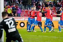 Fotbalisté Viktorie Plzeň doma v posledním letošním ligovém zápase zdolali Karvinou těsně 2:1.