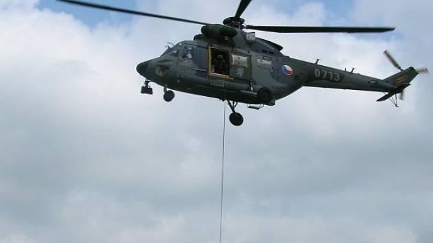 Cvičení hasičů-leteckých záchranářů na Hracholuskách