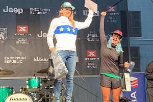Jindřiška Zemanová (vlevo) ovládla na mistrovství Evropy Xterra v Prachaticích kategorii do 39 let.