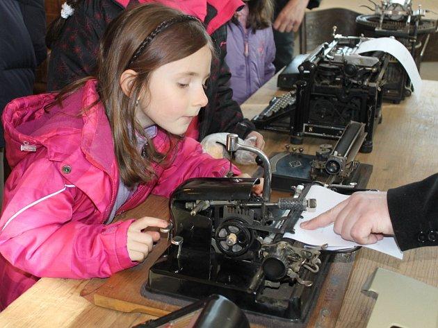 Výstava Stroje a strojky.