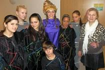 Společenské chování a vkus v oblékání se také učí děvčata v kroužku modelingu v Salesiánském centru v Lobzích. Centrum nabízí  letos i nové kroužky