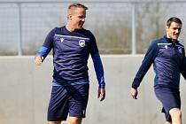 DALŠÍ RESTART. Plzeňští fotbalisté David Limberský a Milan Havel na včerejším prvním společném tréninku po návratu z karantény kvůli nákaze covid-19 v týmu.
