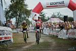Martins Blums z Lotyška slaví vítězství ve Velké ceně Města Touškova.