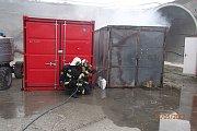 Požár kontejneru na stavbě železničních tunelů mezi Doubravkou a Kyšicemi