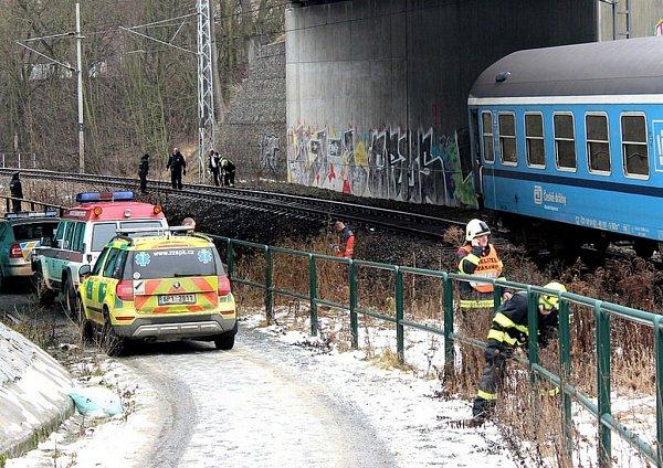 Vlak srazil vPlzni ženu. Na místě zemřela