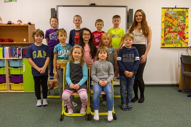 Žáci 1.B Benešovy ZŠ Plzeň vDoudlevecké ulici střídní učitelkou Anetou Hartmannovou.